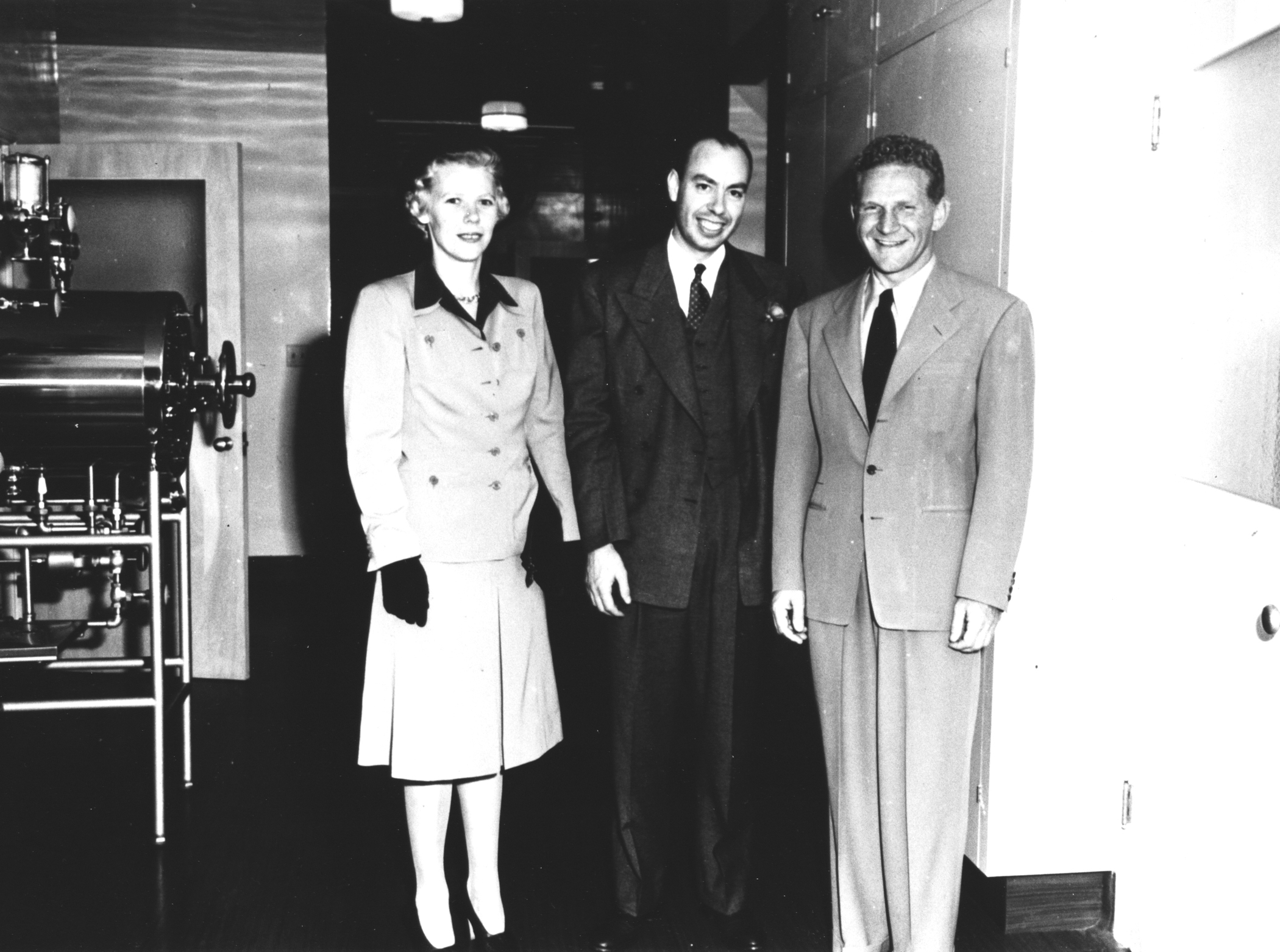 Millie and Cecil Cutting with Kaiser Permanente physician co-founder Sidney Garfield in 1943.