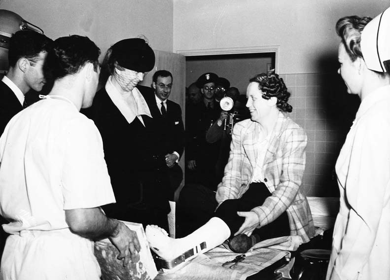 Eleanor Roosevelt visits the Northern Permanente Foundation Hospital, April 5, 1943.