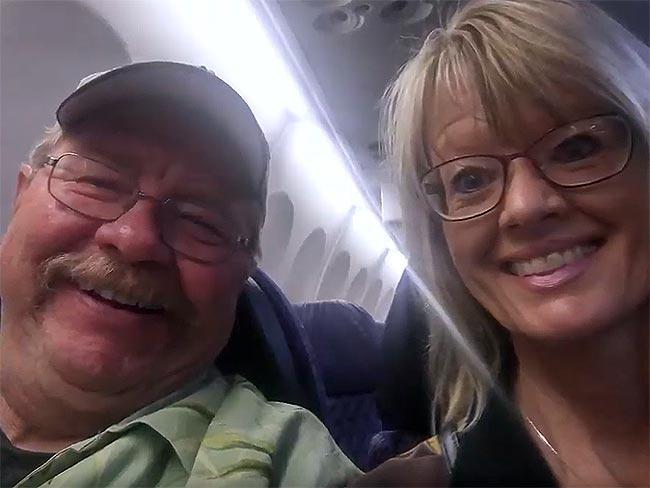 Kaiser Permanente member Steve Pietrek and girlfriend Jan Martin smiling as they take a selfie together onboard an airplane.