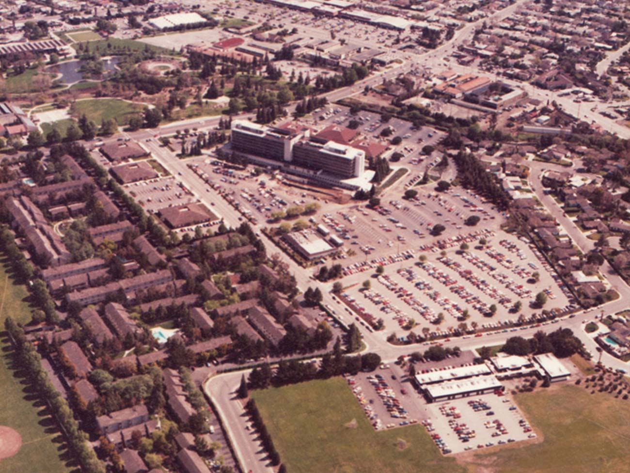Aerial view of Santa Clara Medical Center after medical office buildings added in 1984.