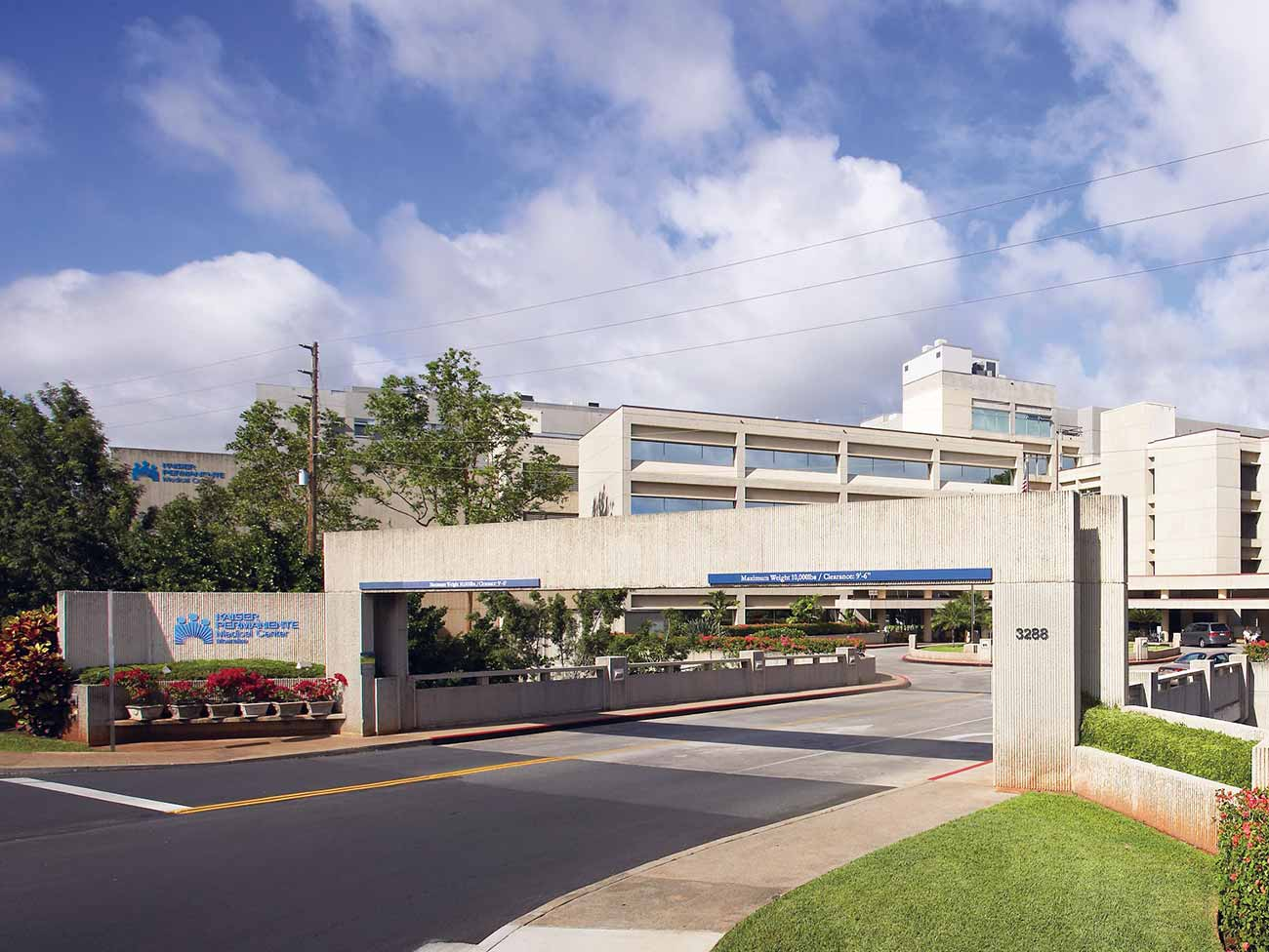 Front of Kaiser Permanente Moanalua Medical Center