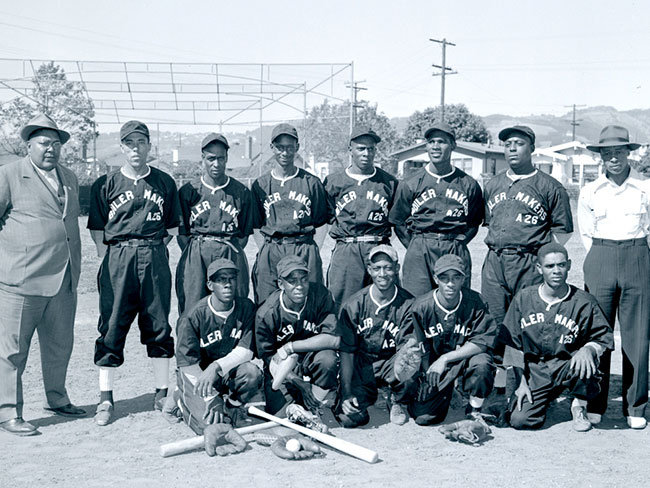 1942 black and white image of the Kaiser Permanente Boilermakers A-26 baseball team.