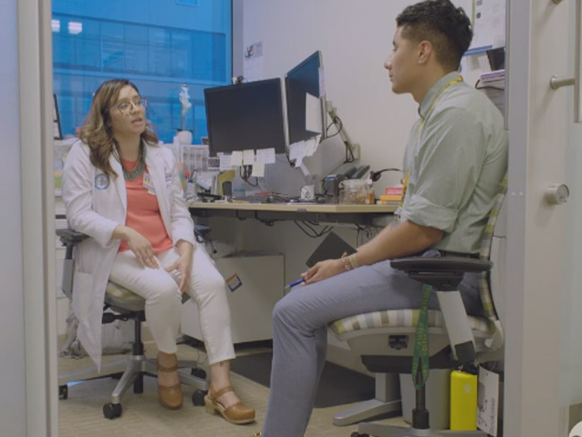 Cynthia Mendez, MD, a family medicine physician at Kaiser Permanente in Sacramento, and her Prep Médico mentee.