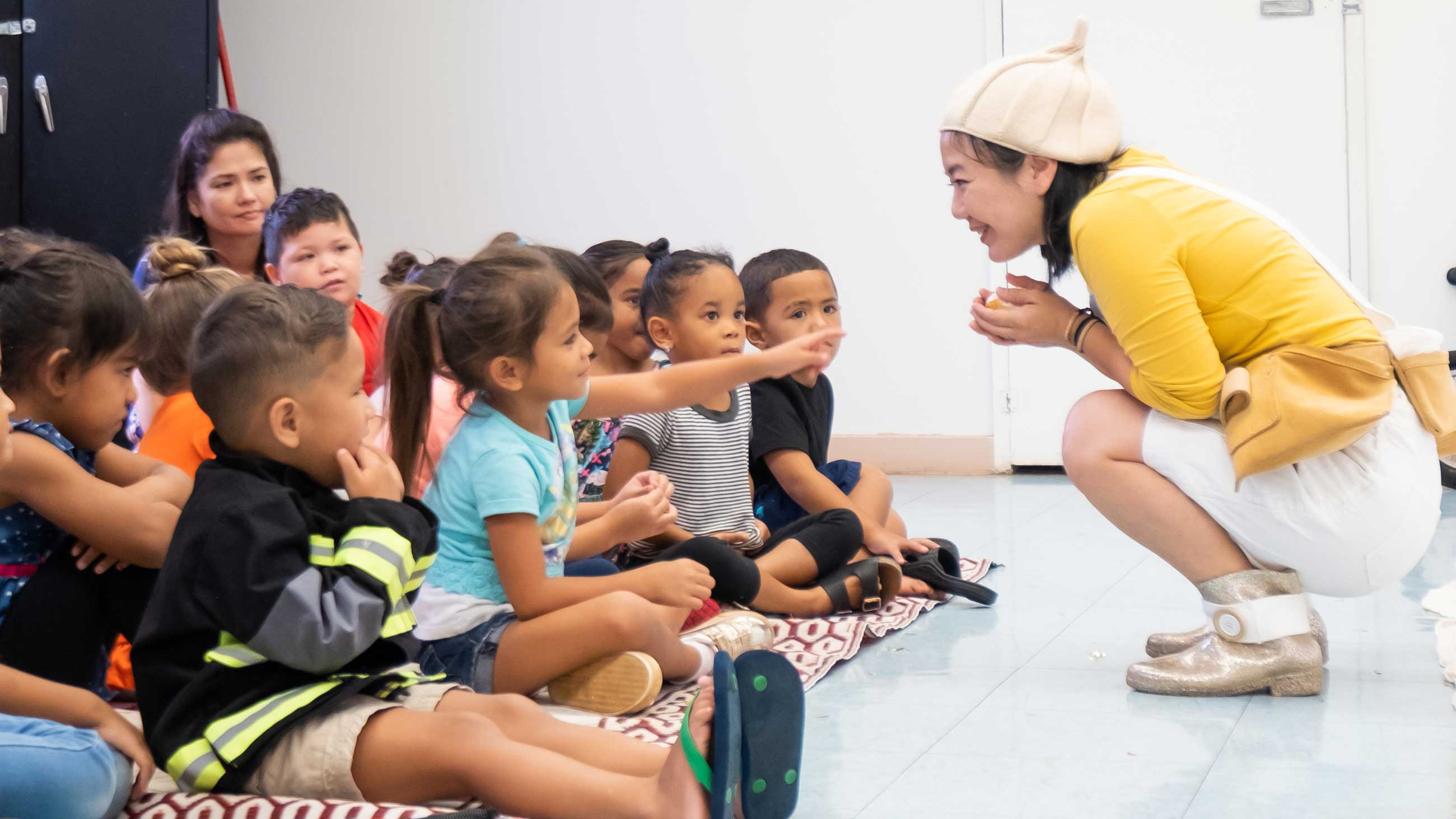 Honolulu Theatre for Youth performer with audience of children