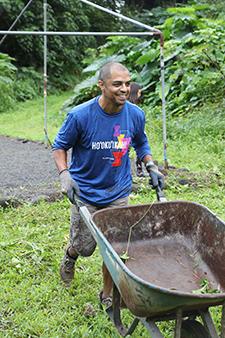 Dr. Zamir Moen completes a wheelbarrow load at Papahana Kuaola
