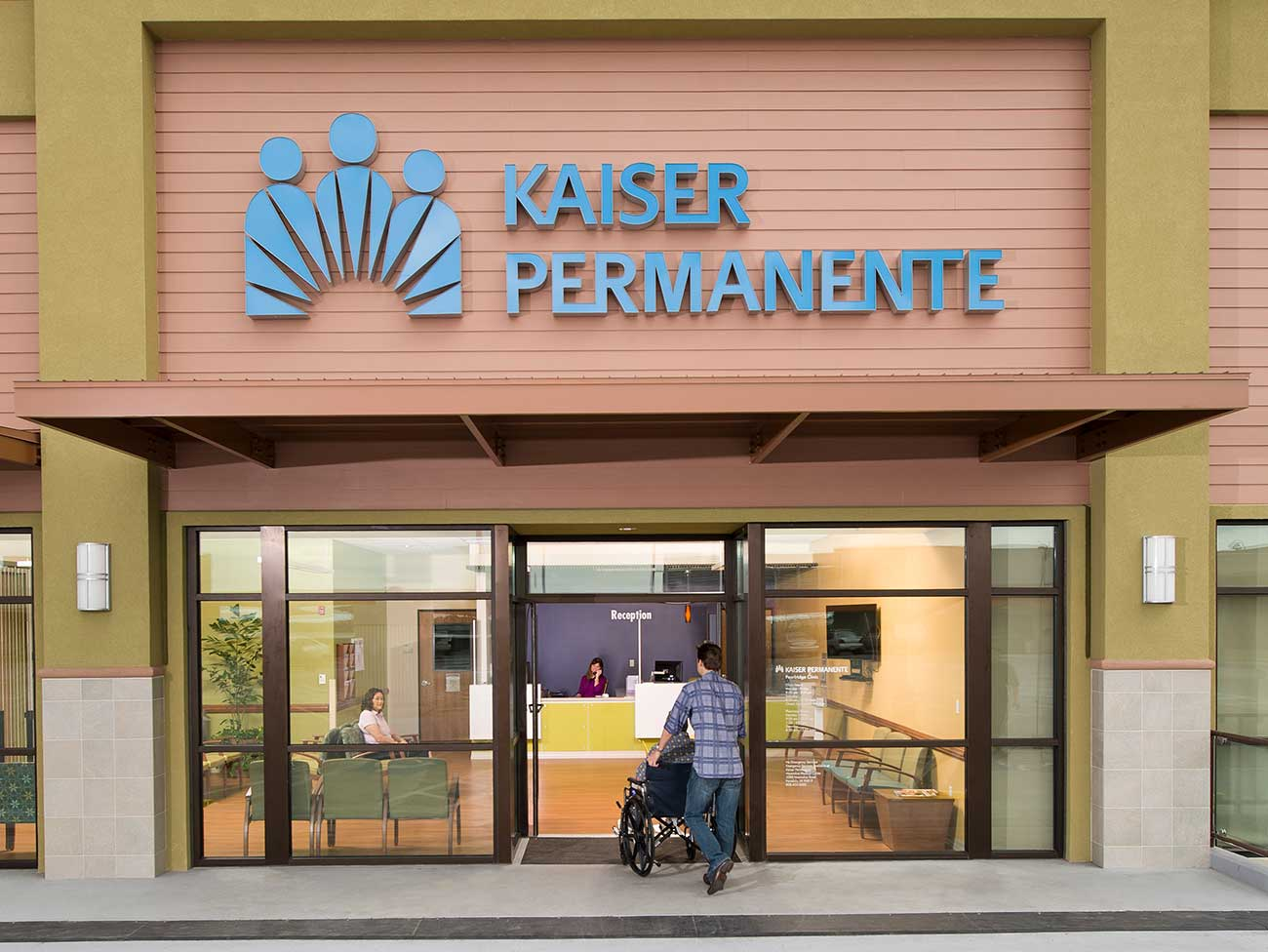 front view of a Kaiser Permanente medical office