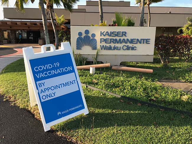 Front entrance of Wailuku Medical Office with sign for COVID-19 vaccinations